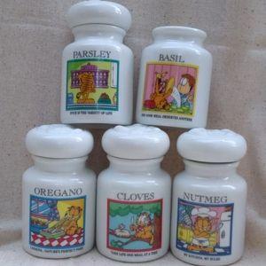 Vintage Danbury Mint Garfield Paws Spice Jars 1994
